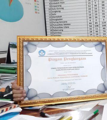 Pemkab Kapuas Hulu Terima Penghargaan Pengiriman Dapodik Terbaik se Kalbar